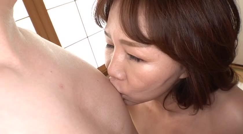 「あなた…許して」私、夫がお風呂に入っている15分の間、いつも息子に抱かれています 里崎愛佳 サンプル画像01